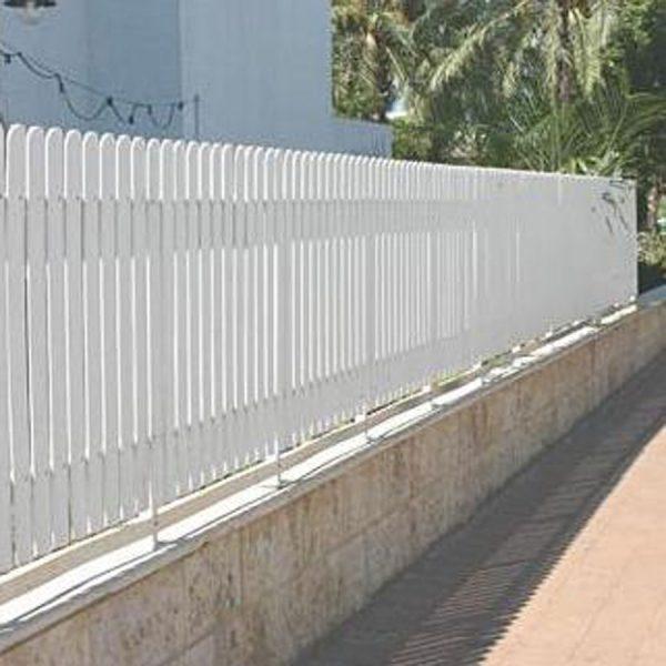 למעלה גדר פלסטיק לבנה לחצר - אסתטיקה ועלות נמוכה במוצר אחד | מרזבית GM-56