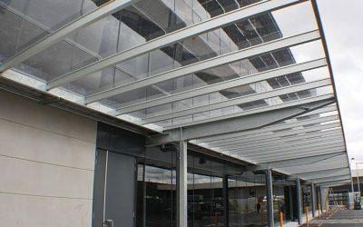 סנגלייז- מערכת קירוי אדריכלית מפוליקרבונט שטוח