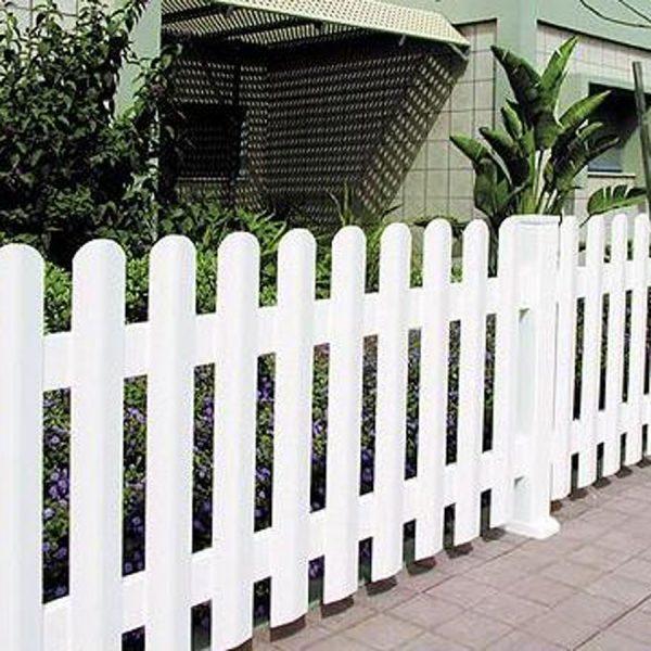 גדר פלסטיק לבנה