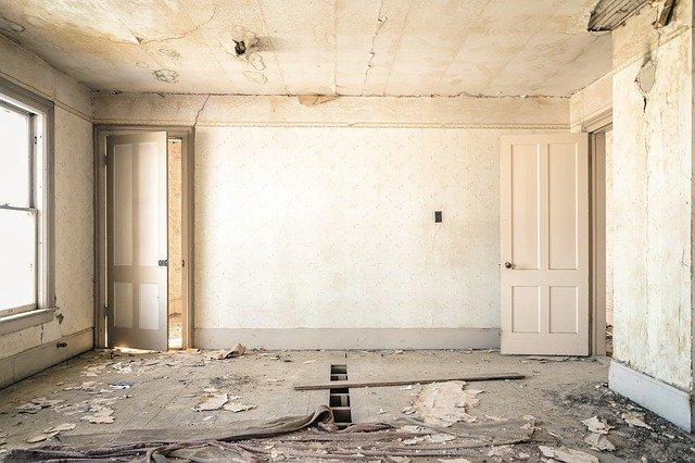 איך להתמודד עם רטיבות ועובש בקירות הבית?